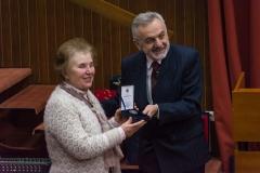 Уручивање плакете Друштва проф. Милени Арсовић