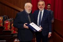 Добитник медаље Друштва Душко Петровић са председником Друштва
