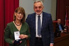 Добитница плакете проф. Зорица Ивковић Савић са председником Друштва