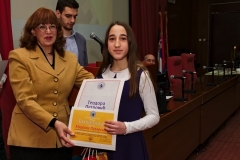 Награђена Теодора Петровић са проф. др Зоном Мркаљ